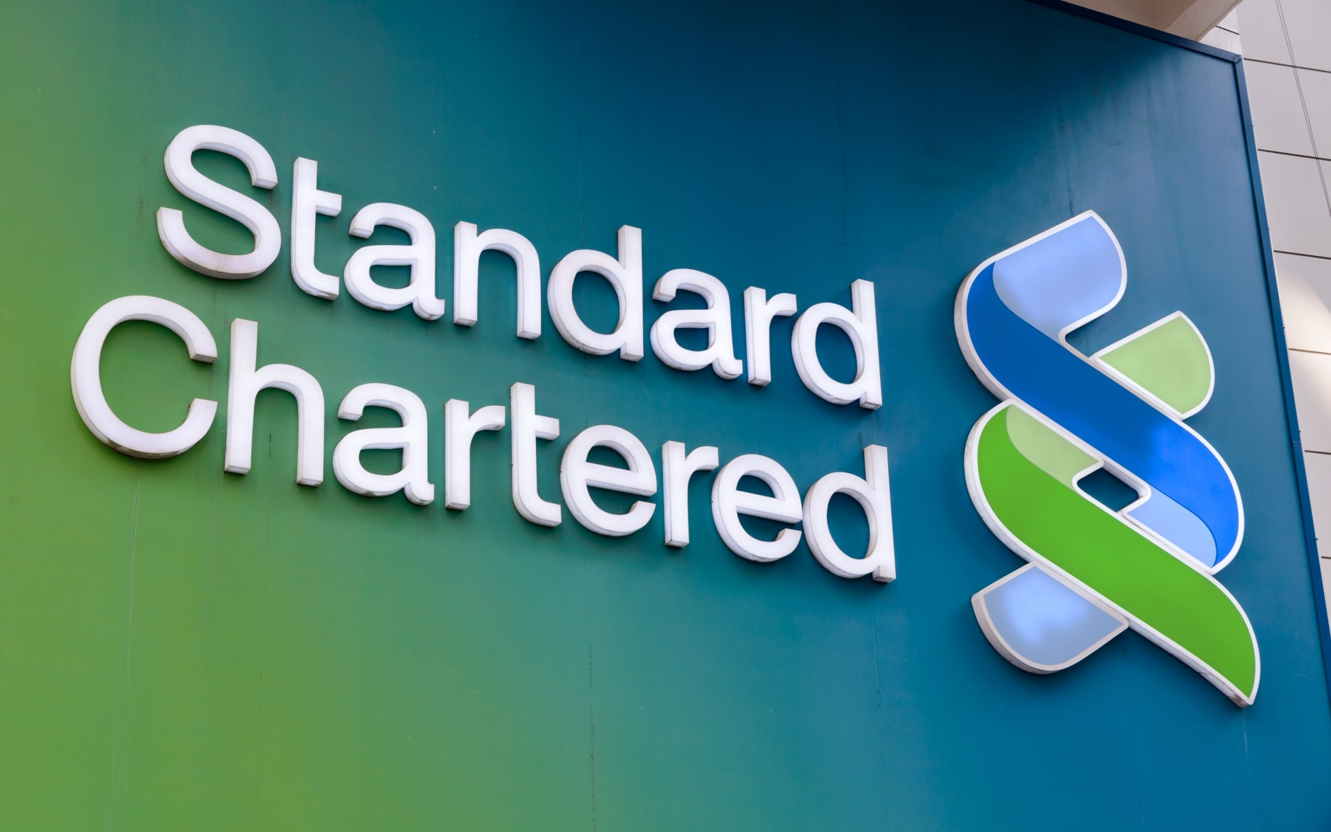 Standard Chartered launches crypto trading for institutional investors